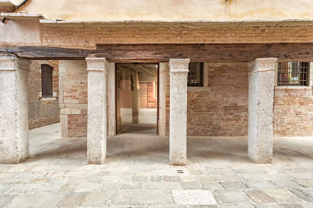 Marignana Arte, galleria d'arte contemporanea, contemporary art gallery, portico, porch, Venezia, Venice