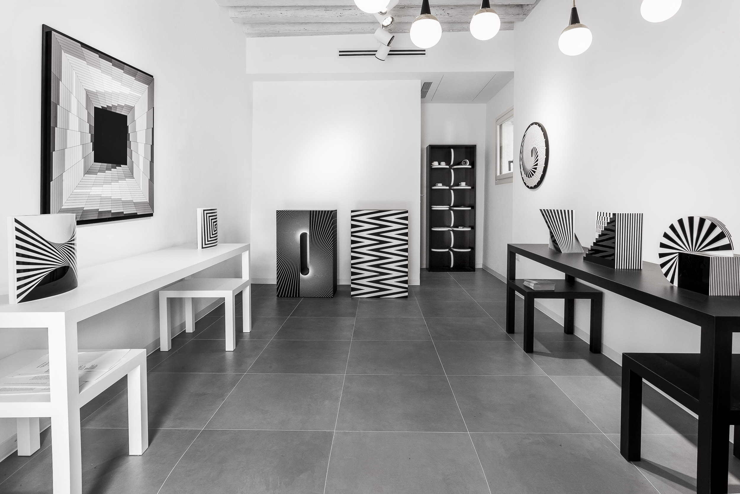 Installation view of Architetture d'arte, Marcello Morandini, struttura, pannelo, scultura